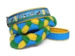 Agility-Zergelleine Jack-Russell-blau-gelb - Leinenteil aus hochwertigem Fleece (zitronengelb und grasgrün) und Gurtband (blau) geflochten - Halsung mit Borte Jack Russell versehen - Halsung und Handschlaufe mit gelbem Airmesh unterfüttert