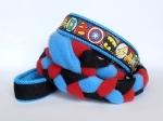 Agility-Zergelleine Superhero - Leinenteil aus hochwertigem Fleece (meerblau und rot) und Gurtband (schwarz) geflochten - Halsung mit Borte Superhero versehen - Halsung und Handschlaufe mit blauem Airmesh unterfüttert