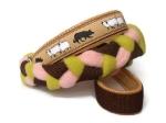 Agility-Zergelleine Hütehund braun-beige-kiwi-rosa - Leinenteil aus hochwertigem Fleece (rosa und kiwi) und Gurtband (braun) geflochten - Halsung mit Borte Hütehund versehen - Halsung und Handschlaufe mit beigefarbenem Airmesh unterfüttert