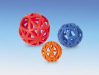 Vollgummi-Gitterball in den Größen: 7 cm (gelb und orange) 9 cm (blau und orange) 12,5 cm (rot und blau)  Vollgummi ist ein sehr robustes Material, das ein langes Spielvergnügen sichert. Die bunten Farben animieren zum gemeinsamen Spiel.