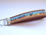 Agility karamell-hellblau mit braunem Gurtband - ca. 15 cm zzgl. Metallöse und Schlüsselring