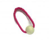 Chuckit-Glow-in-the-dark-Ball mit fuchsiafarbenem Band - Größe S (Balldurchmesser 5 cm)