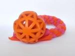 Vollgummi-Gitterball orange (9 cm) mit Fleecezergel (35 cm zzgl. Fransen) - Fleece orange und neonpink